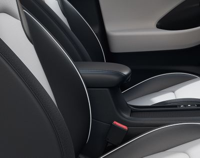 Close-up of the sliding front armrest in the new Hyundai i30 Fastback.